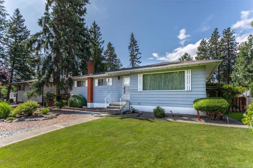 1074 Glenmore Road,, kelowna, British Columbia